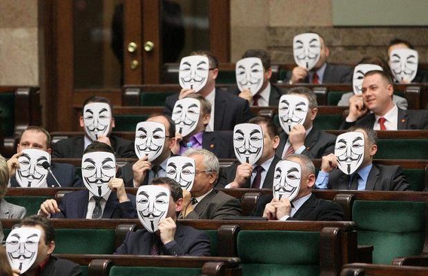 Megaupload - Page 2 Deputés-polonais-anonymous